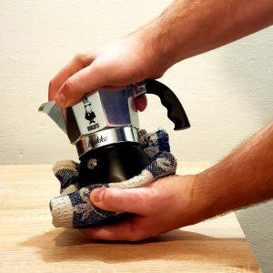 Bialetti Brikka 2020 kotyogós kávéfőző 2 személyes összerakása